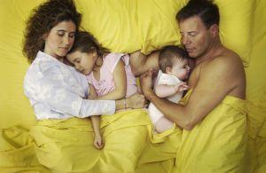 colecho-hijos-bebes-ninos-padres-dormir-habitacion-cuna-misma_cama-crecer-crecimiento-etapas_MUJIMA20141007_0040_29